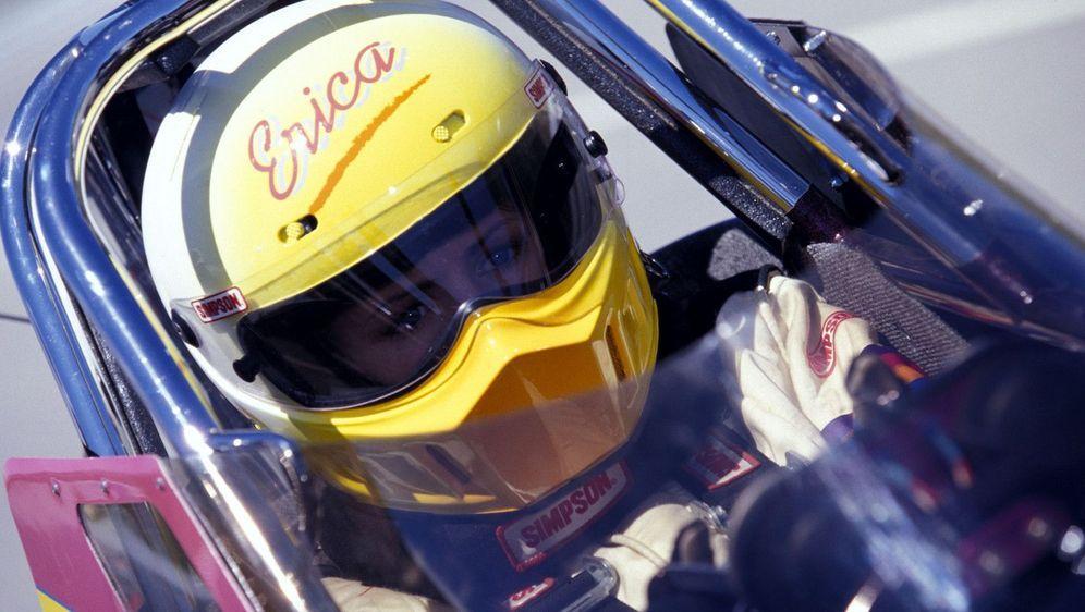 Die Rennfahrerin - Bildquelle: Foo