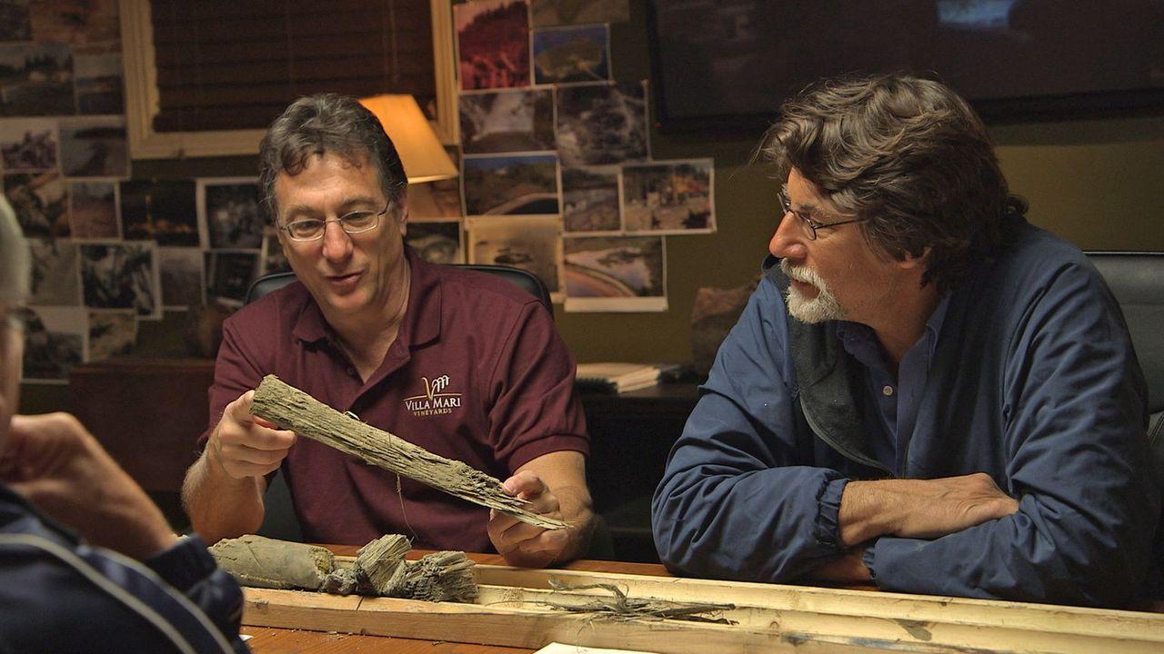 (2. Staffel) - Oak Island hält für die Brüder Marty (l.) und Rick Lagina (r.... - Bildquelle: 2014 A&E Television Networks, LLC. All Rights Reserved/ PROMETHEUS ENTERTAINMENT