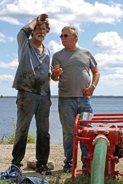 """Auf der Suche nach dem Schatz von Oak Island: Rick Lagina (l.) und Dav'id """"D... - Bildquelle: 2014 A&E Television Networks, LLC. All Rights Reserved/ PROMETHEUS ENTERTAINMENT"""