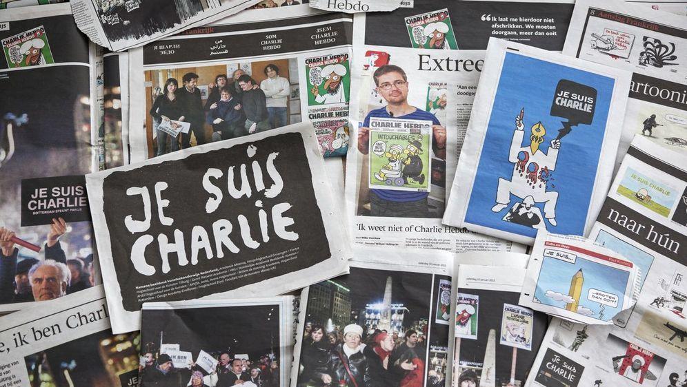 """Amsterdam, Niederlande am€"""" 15. January 2015: Niederländische Zeitungen mit ... - Bildquelle: iStock.com/Lya_Cattel"""