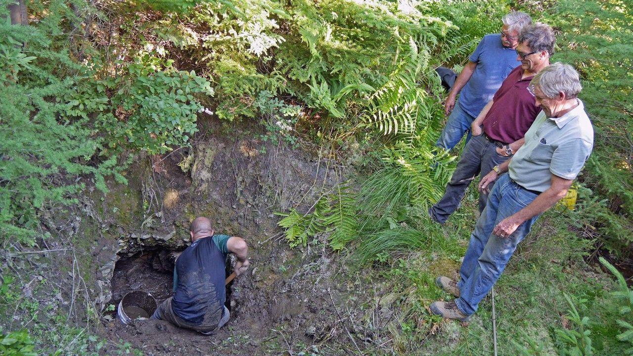 """Das Team um die Schatzsucher  von Oak Island erforschen den mysteriösen """"Hat... - Bildquelle: 2016 A&E Television Networks, LLC. All Rights Reserved."""