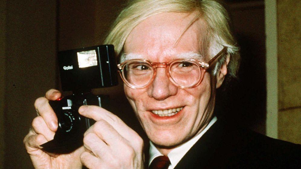 Aufnahme des Pop Künstlers Andy Warhol im Jahr in New York. - Bildquelle: picture alliance/AP Photo | Richard Drew
