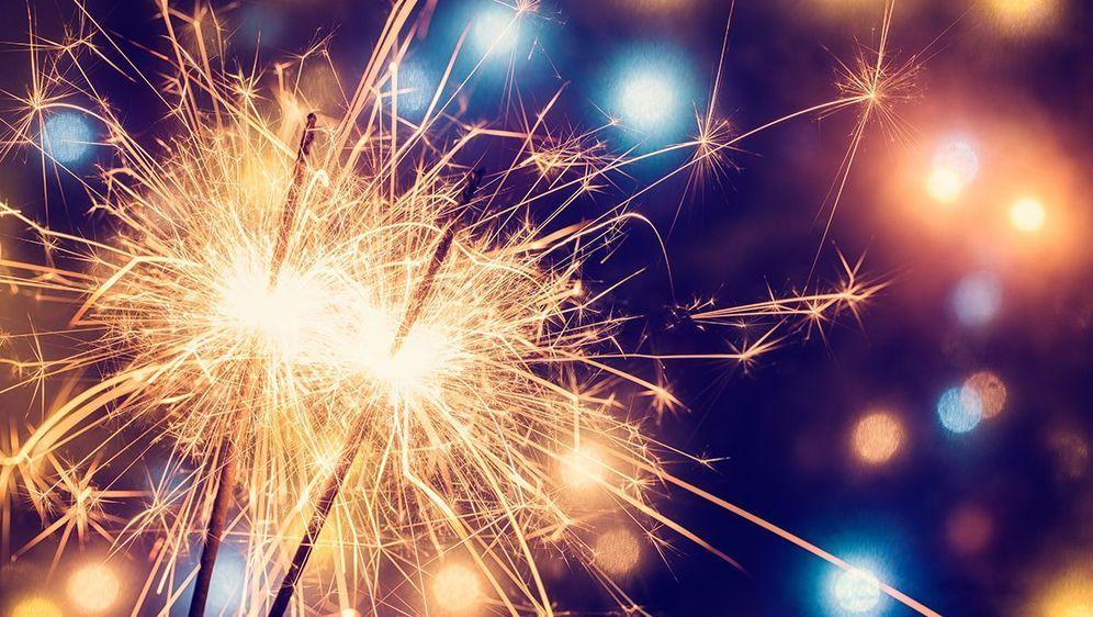 Party feeling with sparklers, a great way to make a celebration unforgettabl... - Bildquelle: GMVozd