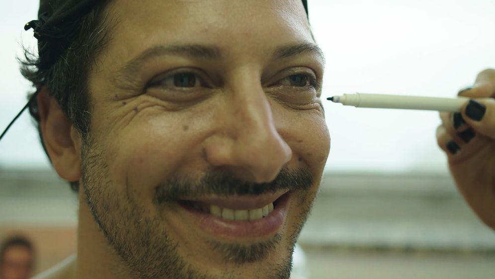 Fahri sucht das Glück - Bildquelle: Foo