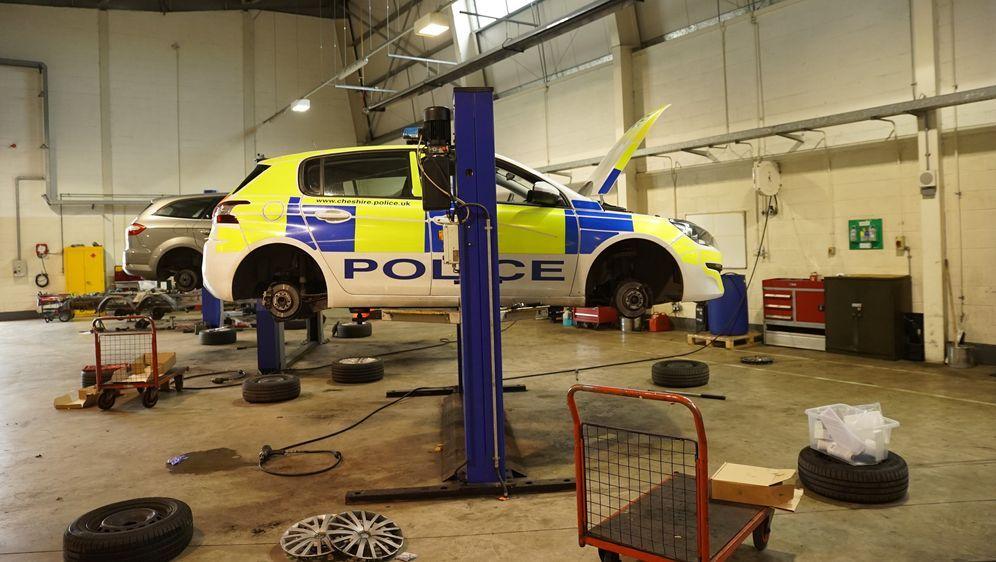 Streifenwagen aufgerüstet - Die Polizeiwerkstatt - Bildquelle: Foo