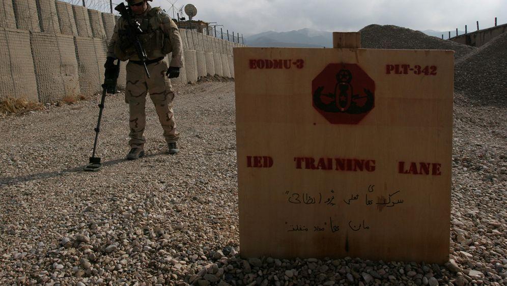 Bomben Patrouille in Afghanistan - Bildquelle: Foo